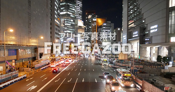 夜の大阪駅前