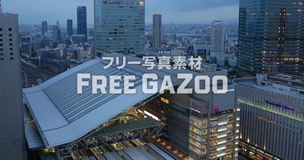 夕暮れ時のJR大阪駅 3