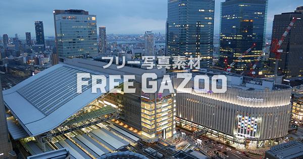 夕暮れ時のJR大阪駅 2