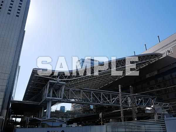 青空とJR大阪駅 1