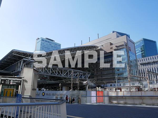 青空とJR大阪駅 2